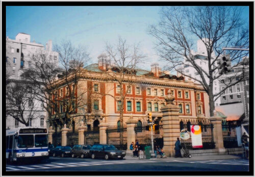 Six trustees of the Cooper Hewitt, Smithsonian Design Museum have resigned following last week's removal of director Caroline Baumann.