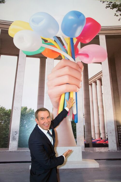 """Jeff Koons's controversial """"Bouquet of Tulips"""" begins installation in Paris."""