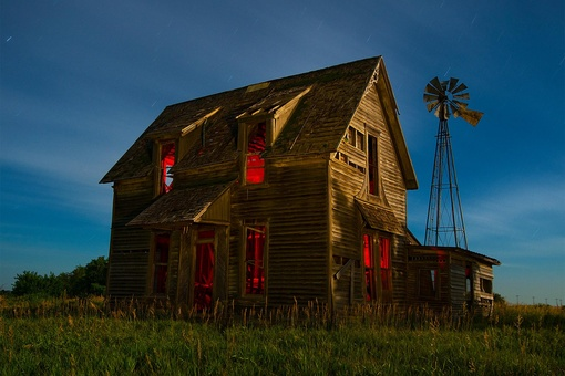 These Photographers Capture the Haunting Beauty of Ghost Towns