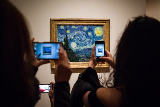 Are Smartphones Keeping Us from Appreciating Art?