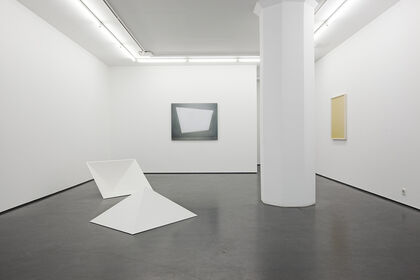 Linda Hofvander, Surfaces (to fall into, stay with and look out through)