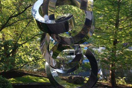 Sculptor Gino Miles: Master of Metal