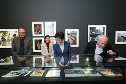 Picturing Asia: Double Take – The Photography of Brian Brake and Steve McCurry