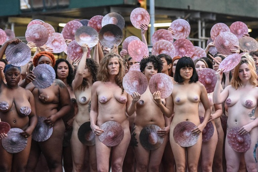 Inside Spencer Tunick's Massive, Nude Photo Shoot to Challenge Facebook Censorship
