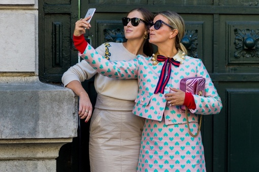 The Surprising Reason Men and Women Take Selfies Differently