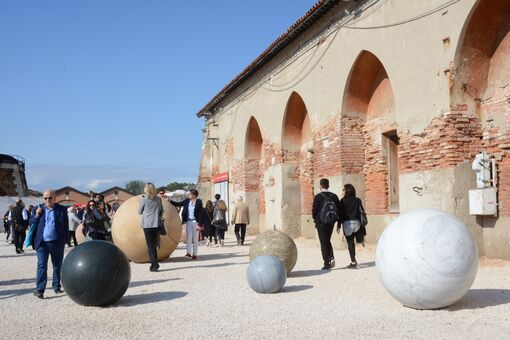 The Venice Biennale Is an Ecstatic Celebration of Artists That Falls into Its Own Trap