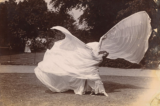 Pioneering Dancer Loïe Fuller Brought Art Nouveau to Life