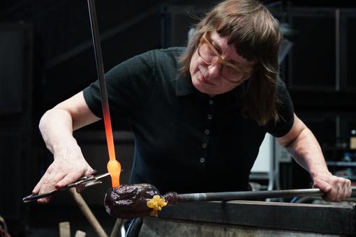 """Meet Deborah Czeresko, the Glass Artist Who Won Netflix's """"Blown Away"""""""