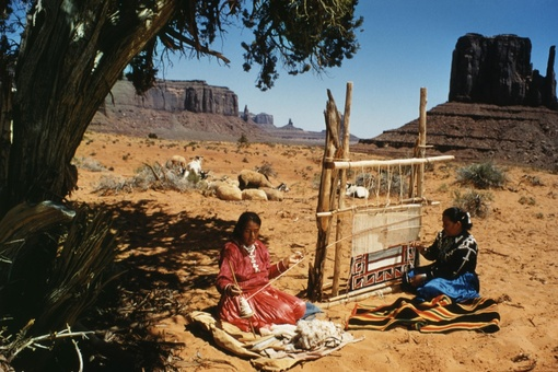 Agnes Martin and Navajo Craftswomen Made Spiritual Works Inspired by the Desert
