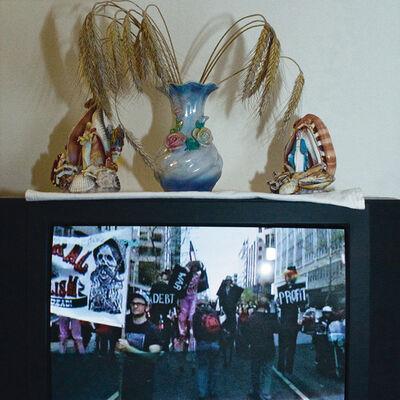 Timm Ulrichs, 'Die Welt im Wohnzimmer: Das Fernsehgerät als Sockel und Hausaltar (The World at Home. The TV as plinth and house altar)', 2001
