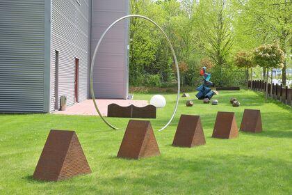 Wulf Kirschner »Skulpturen im Garten der Cadoro« / »Sculpture garden at the Cadoro«