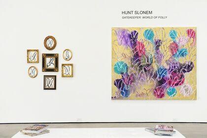Hunt Slonem: Gatekeeper - World Of Folly