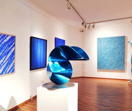 The color of infinity - blue dimensions in contemporary art
