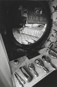 Ina (reflet dans un miroir)