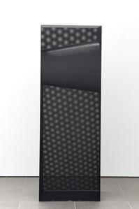 Stèle noire, chambre sensorielle