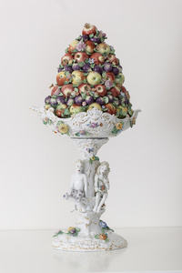 Fruit Pyramid I[CourtesyMEISSEN COUTURE®Art Collection]