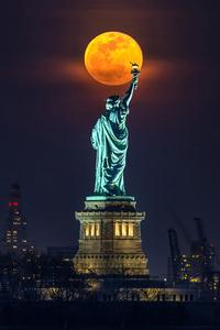Statuesque Moon
