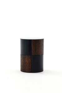 Round rubbed lacquer tea caddy with checkered pattern