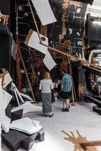 Thomas Hirschhorn: In-Between