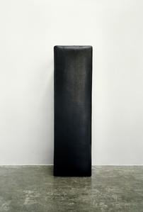 纪念碑-黑皮椅 Black Stool