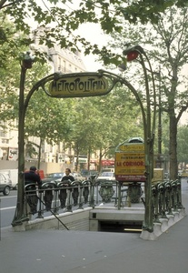 Paris Metro:  Boissiere station, entrance