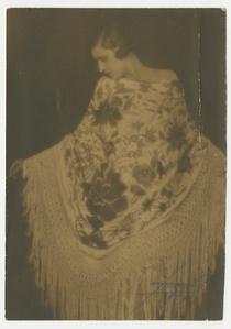 Dama de mantón