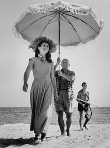 Pablo Picasso and Françoise Gilot. In the background the painter's nephew Javier Vilato. France.