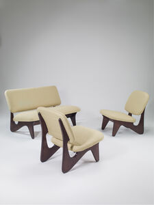 Free form set composed of one sofa and two seats
