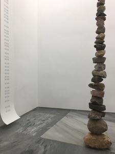 Columna. (Moving stones)