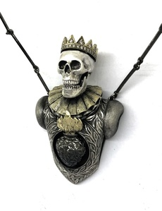 Saint V The Queen Necklace
