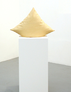 Cushion on pedestal