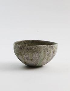Natural ash glaze round tea bowl