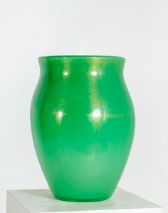 Vase in green glass with inclusion of gold leaf.