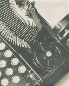 Mella's Typewriter or La Técnica (