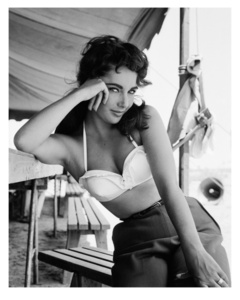 Elisabeth Taylor with bustier No.3 on set of 'Giant'