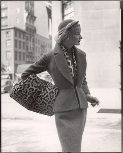 Lady with Leopard Hand Warmer