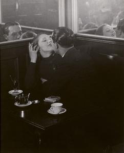 Couple d'Amoureux dans un Petit Café, Quartier Italie