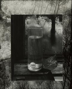 Sans titre (Nature morte sur le rebord de la fenêtre)