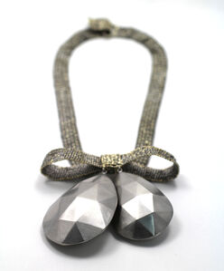 bow with faceted drops necklace