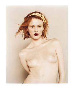 Karen Elson, Nue Couronee de Fleurs