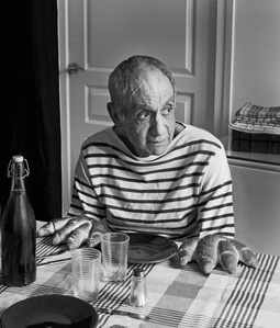 Looking for the Masters in Ricardo's Golden Shoes #39 (Tribute to Robert DOISNEAU, Les Pains de Picasso, 1952)