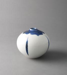 Round vase, clear decor and kaki in underglaze blue glaze