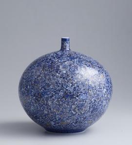 Vase with Shinrabansho ( All Nature, All Life ) Motif
