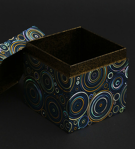 Abalone shell circular pattern lacquer cubic box
