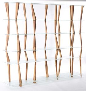 A Sendai Crystal bookcase with tempered glass shelves and a structure made up by elements in solid alder and hickory wood