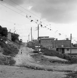 02 Criança Descendo a Rua