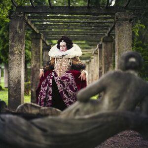 Elizabeth I. Good Queen Bess on the walk