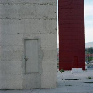 Cada torre tiene una puerta (blanca)