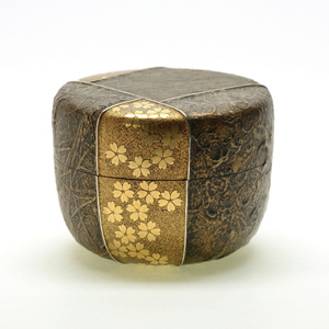 "Sayamuri Gold maki-e tea caddy ""Snow, Moon, Flower"""
