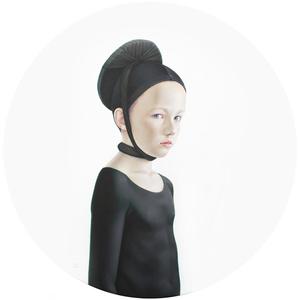 Jorge vestido de negro
